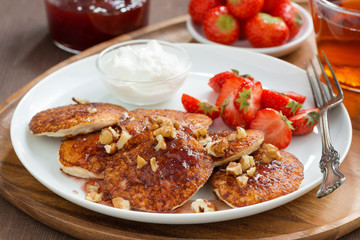 Pancakes with fresh strawberries and cream, jam