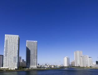 晴海大橋より望む 東京スカイツリーと高層ビル