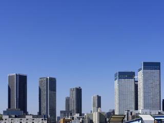 タワーマンションと青空 コピースペース ビル群