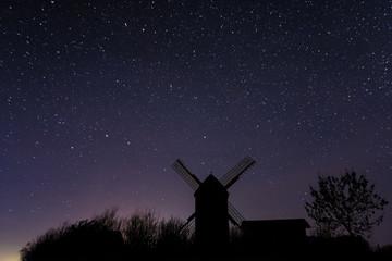 Windmühle in Pudagla auf Insel Usedom bei Nacht