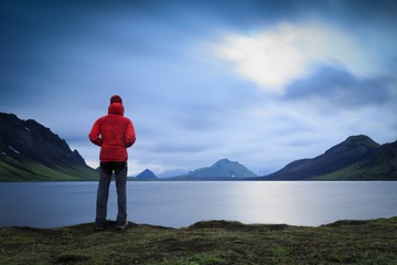 Fotomurales - Hiker standing at lake Alftavath on the Laugavegur trail on Iceland.