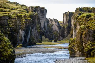 Fjadrargljufur canyon met rivier, IJsland