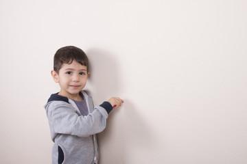 duvar çizen çocuk