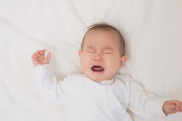 泣きじゃくる赤ちゃん