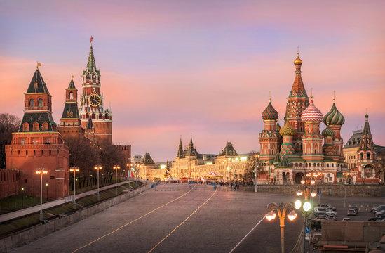 Розовые минуты московского вечера