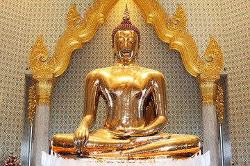 famous golden buddha in thailand