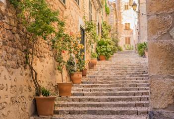 Fototapete - Altes Dorf Gasse Treppe Mediterran