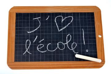 J'aime l'école écrit sur une ardoise