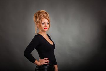 Блондинки в кожаных юбках фото — pic 9