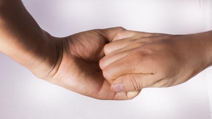 estrechar la mano en un saludo