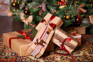 Фото подарки под ёлкой
