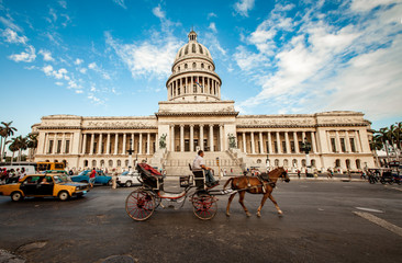 Photo sur Plexiglas La Havane HAVANA, CUBA - JUNE 7: Capital building of Cuba June, 7th 2011 i