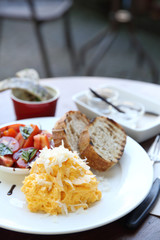 omelette with bread
