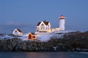 Foto op Canvas Vuurtoren Holiday Lights at Cape Neddeck (Nubble) Lighthouse in Maine