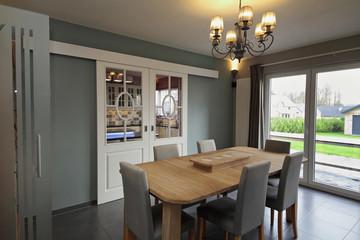intérieur maison cuisine et salle à manger
