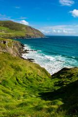 Küste mit hohen Wellen am Slea Head in Irland