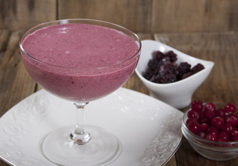 Smoothie of blackberries and cranberries with marshmallow