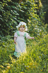 A child in a dress with apron and bonnet 4641.