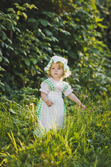 A child in a dress with apron and bonnet 4642.