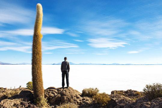 Bolivia, Potosi, Man looking at the Uyuni Salt Flats