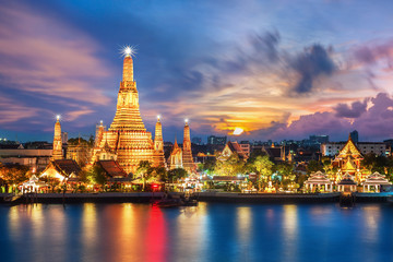 Autocollant pour porte Bangkok Wat Arun night view Temple in bangkok, Thailand..