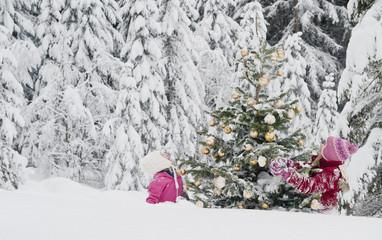 Austria, Salzburg County, Girls watching christmas tree in snow