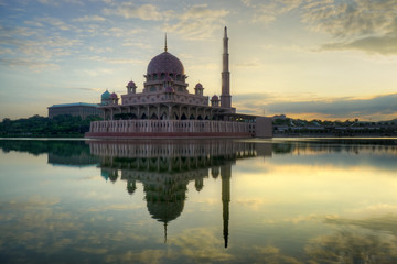 Scenery of Putrajaya Mosque or Masjid Putra while waiting for sunset.