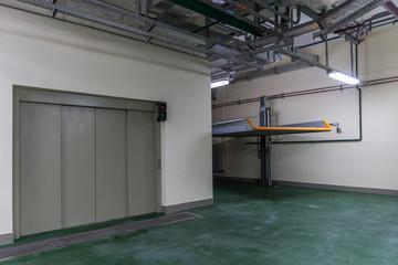 Underground parking with hydraulic lift