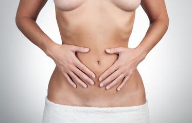 Bauchschmerzen bei junger Frau
