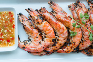 grilled prawns eat with spicy seafood sauce
