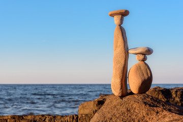 Symbolic figurines of pebbles