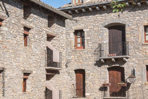 Devanture de maisons ainsa espagne aragon europe for Devanture de maison