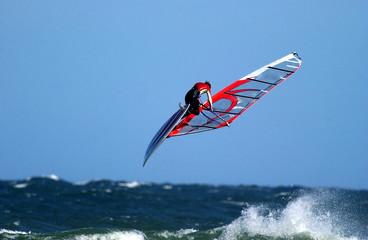 Windsurfer springt