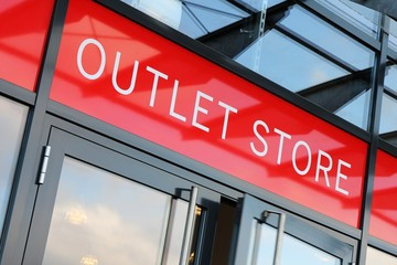 Eingang eines Outlet Stores