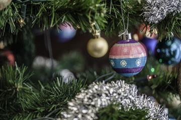 Fototapeta Bombka na choince w Boże Narodzenie obraz