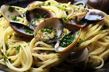Spaghetti con le vongole ヴォンゴレ 스파게티 알레 봉골레 مطبخ نابولي Cucina napoletana Masakan Campania