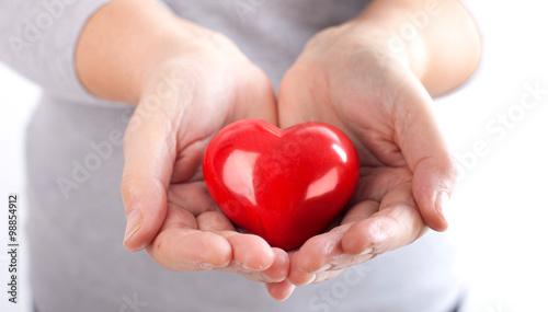 Herz verschenken stockfotos und lizenzfreie bilder auf bild 98854912 - Bilder verschenken ...