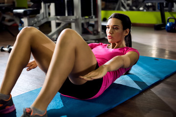 Athletic woman doing some crunches