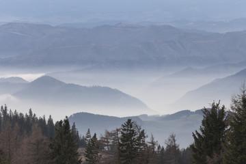 Aluminium Prints Über der Nebeldecke