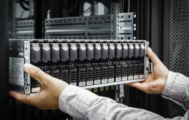 IT Engineer installs JBOD  to rack in datacenter