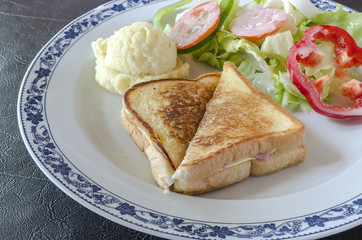 Grilled sandwich with cheese and ham