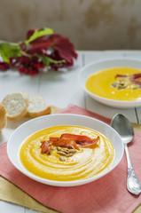Cream soup with pumpkin, bacon and pumpkin seeds