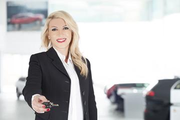 woman sales auto