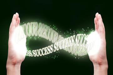 人間の手と浮かぶ文字,成功