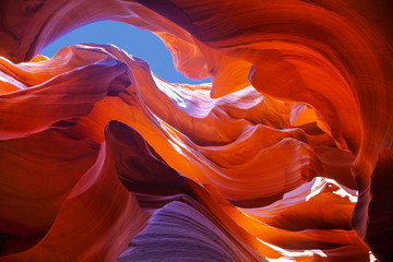 Spoed Fotobehang Rood traf. Lower Antelope Canyon view near Page, Arizona