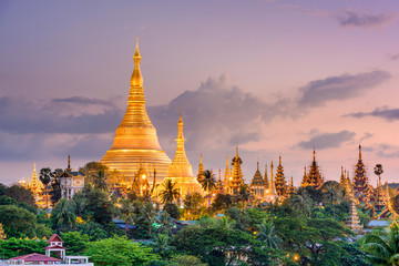 Wall Mural - Shwedagon Pagoda in Yangon, Myanmar