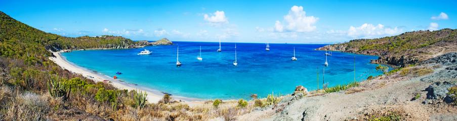 Panoramica della spiaggia di Colombier, barche a vela, St Barth, St. Barths, Saint Barthelemy, Indie francesi occidentali, Antille francesi, mar dei Caraibi