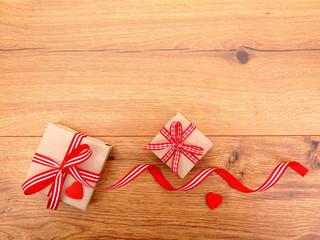 Geschenk Päckchen mit Herzen