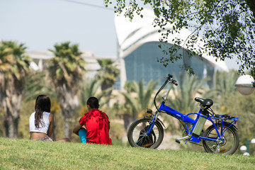 Date of israeli teens in HaYarkon Park close to University of Tel Aviv