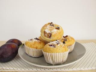 Kleine Muffins mit Pflaumen